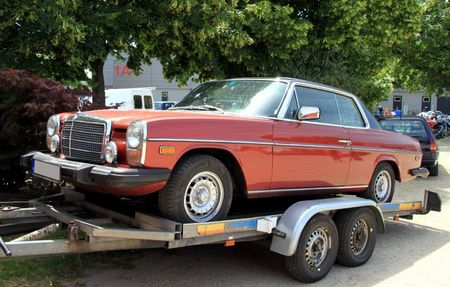 Mercedes 280 C (W114) version US (1972-1976)(RegioMotoClassica 2011) 01