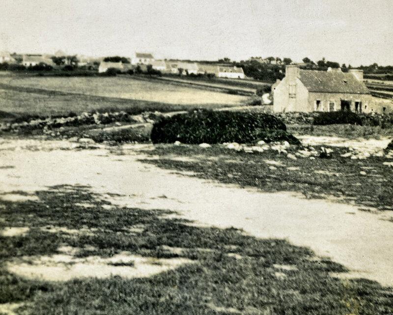 Ch37 - Meule de goémon - Le Loch (vue sur Kerandron de la route) en 1935