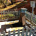 Dans ce village, doté de bornes fontaines, les touristes peuvent être accueillis