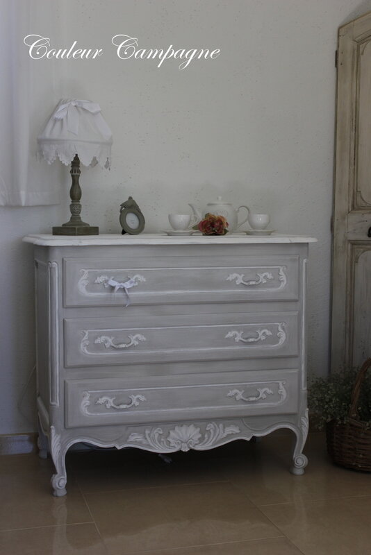 Armoire Ancienne Patinee Grise Et Blanche Bright Shadow Online