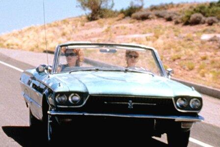 La troisième femme, c'est la voiture canon de Louise
