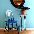 Do it yourself: une chaise en dégradé de bleus