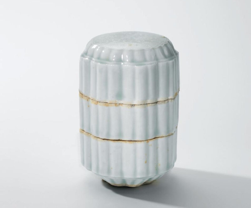 AQingbaithree-tiered 'floral' foliate box and cover, Song dynasty (960-1279)