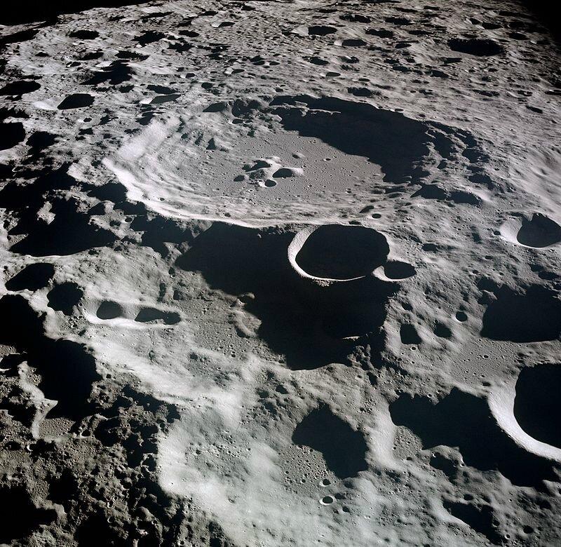 800px-Lunar_crater_Daedalus