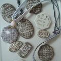 colliers et bracelets pour les maîtresses