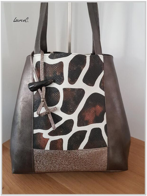 SAC SIMILI BRONZE PAILLETTES GIRAFE CARRE PRES