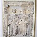 Sens - le musée - Stèle funéraire des époux agés