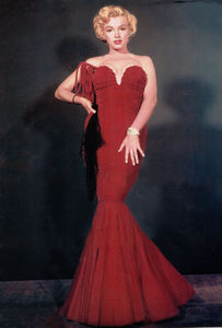 mm_dress_red_velvet_oleg_cassini_1