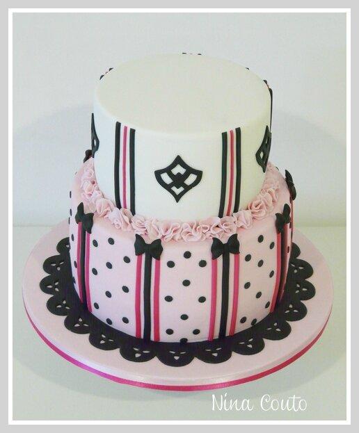 gateau anniversaire nimes rose et noir 1
