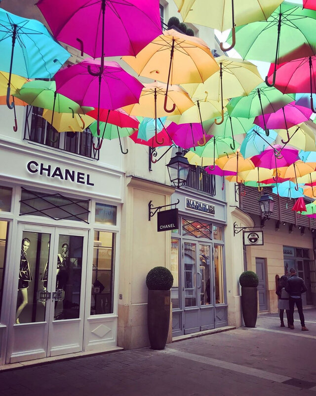 les-parapluies-au-village-royal