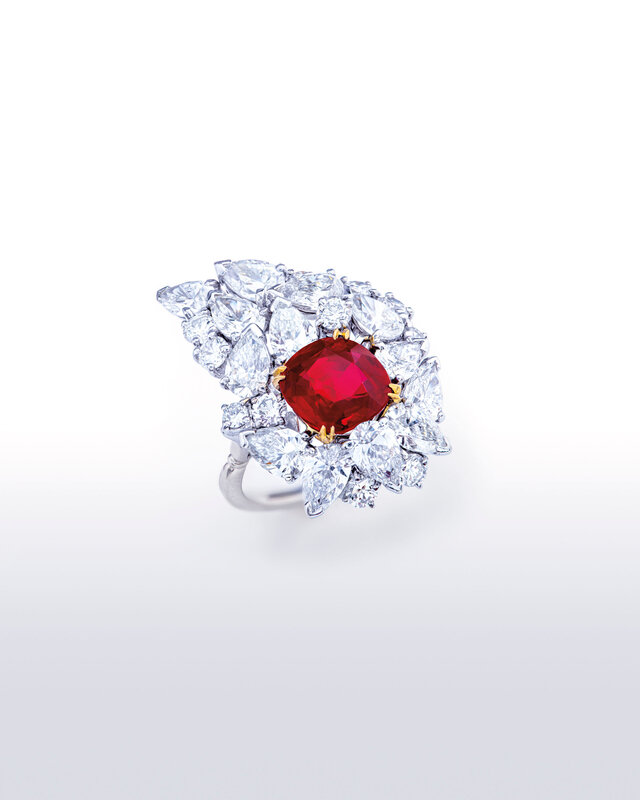 2019_GNV_17436_0199_000(ruby_and_diamond_ring)
