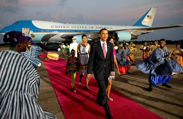 obama and Air force One in Africa