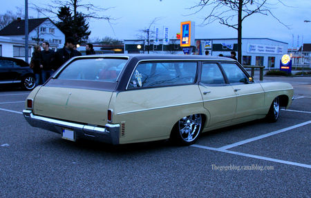 Chevrolet_townsman_station_wagon__Rencard_Burger_king_avril_2010__03