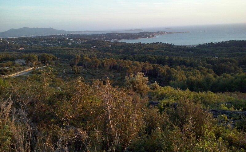 Baie de bandol, au loin le Cap Sicié