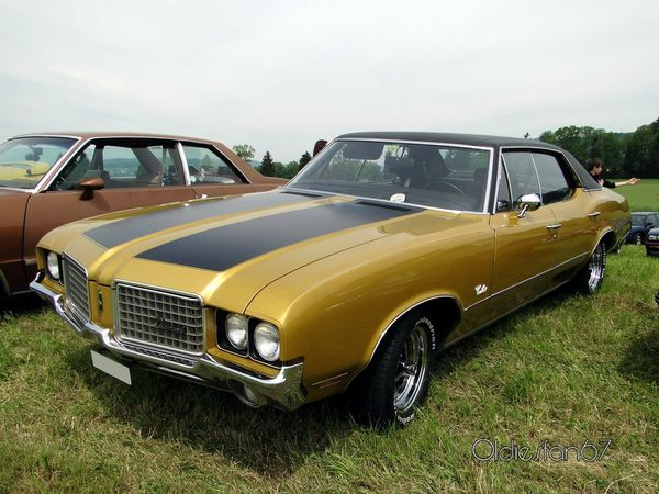 oldsmobile cutlass supreme holiday hardtop sedan 1972 a