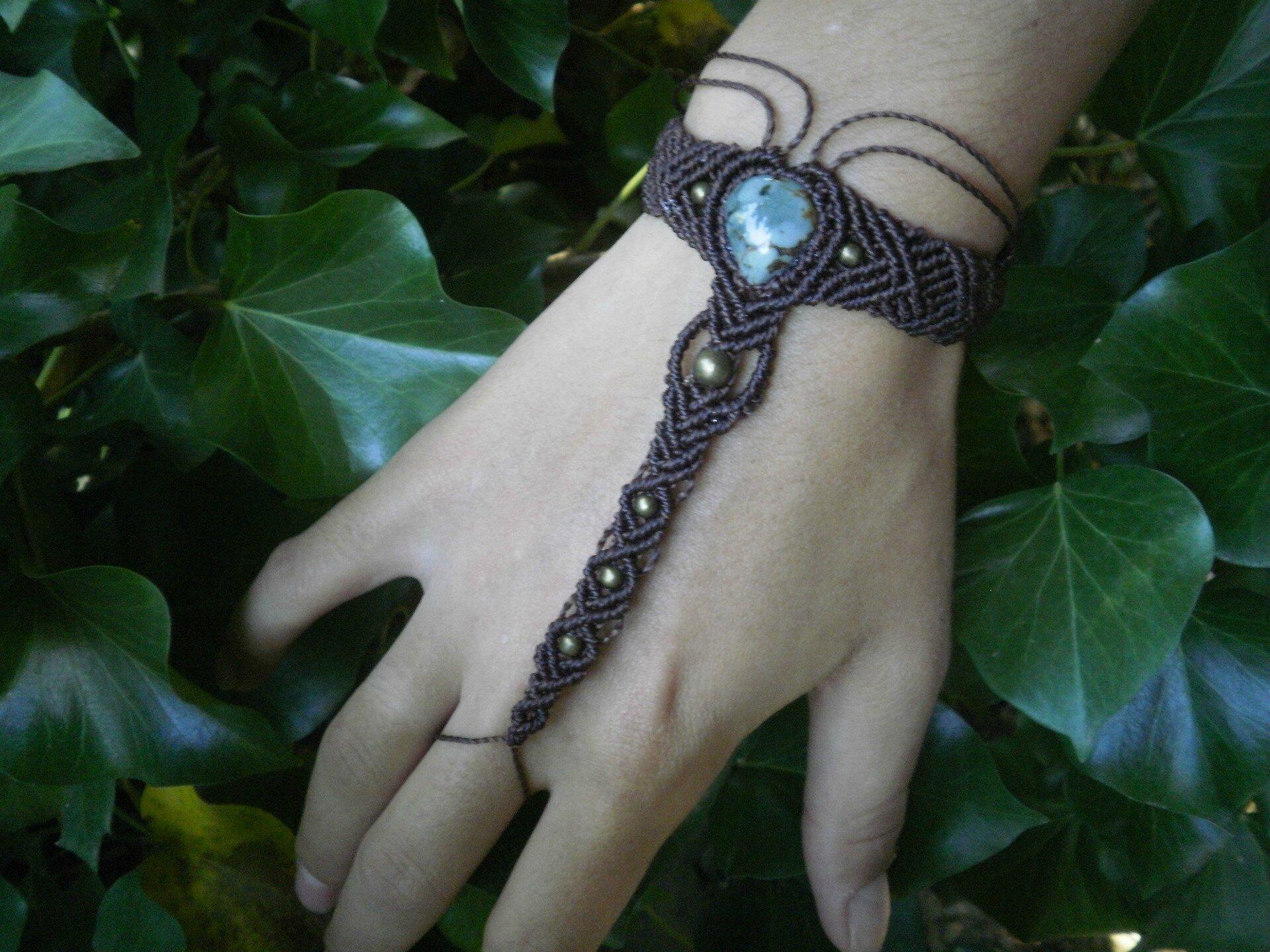 e6c361472ee Bracelet   Bijoux de main tribal marron pierre de jaspe macramé ...