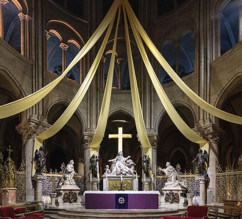 1024px-Cathedrale_Notre-Dame_de_Paris_maitre-autel