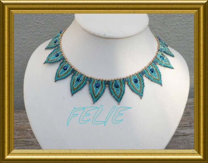 COLLIER DEMI FEUILLE