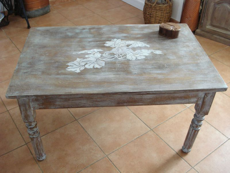 relooking de meuble table de salon dessin feuille de vigne calinquette. Black Bedroom Furniture Sets. Home Design Ideas
