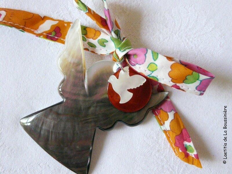 Ange de berceau avec colombe en nacre