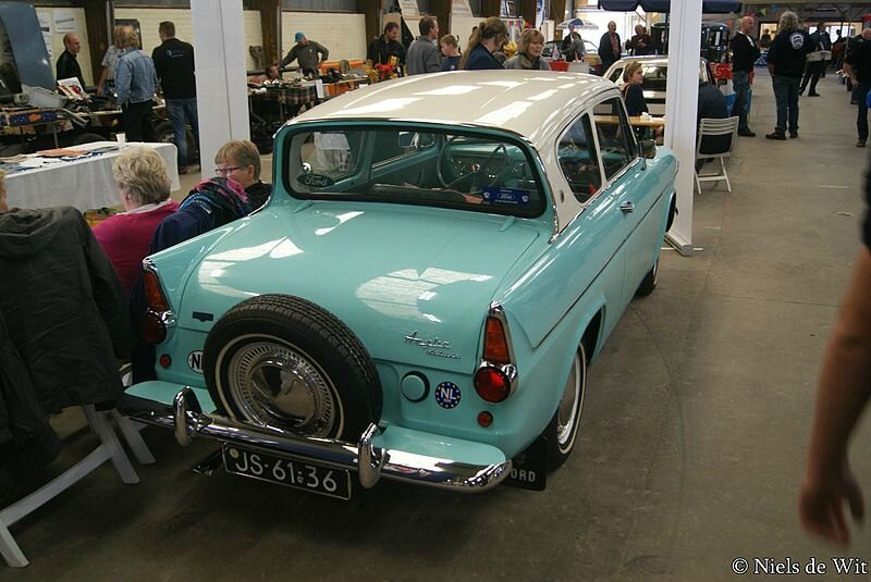 1963_Ford_Anglia_Deluxe_(15702702855)