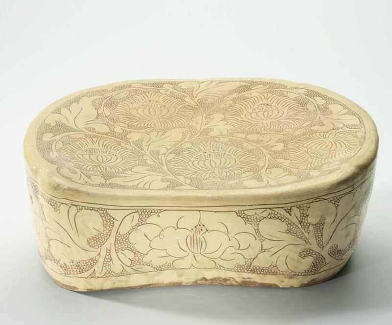 A Henan Dengfeng carved 'Peony scroll' pillow, Northern Song dynasty (960-1127)
