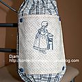 Un sac à sac brodé dans des tons bleu/beige...