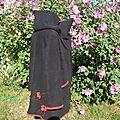 manteau de portage noir et rouge fleurs arabesques (4)