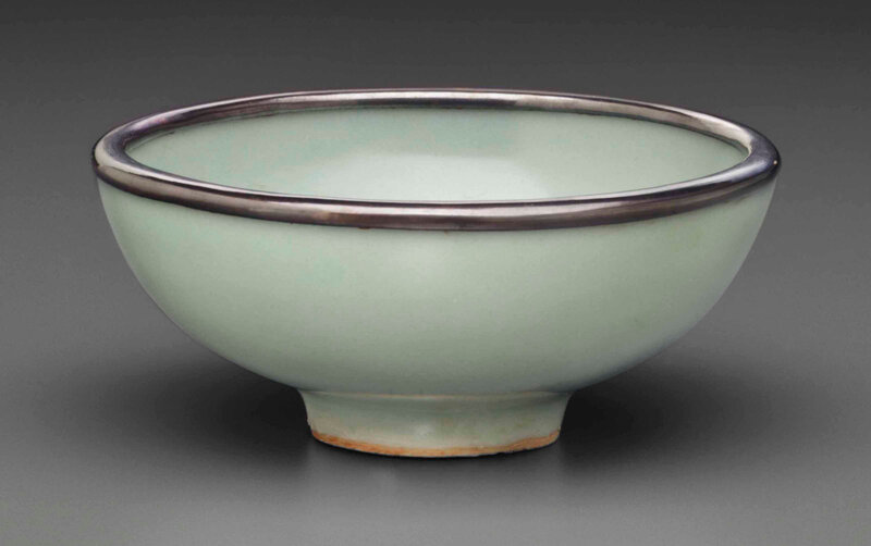 A small Longquan celadon bowl, Southern Song dynasty (1127-1279)