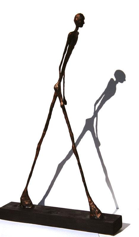 homme-qui-marche-geant-1vanessaRenoux