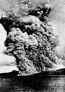 Mont Pelée en éruption en mai 1902