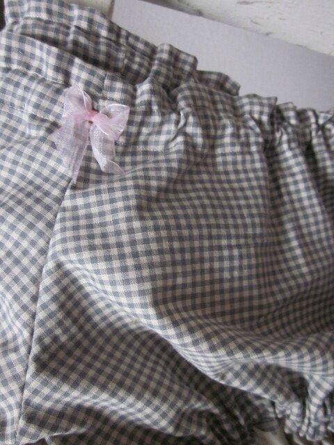 Culotte BIANCA en coton vichy gris - Coton vichy gris et coton uni beige dans le dos - noeud de mousseline rose devant et sur les fesses (1)