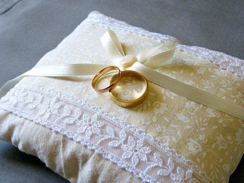coussin-alliances-mariage-rétro-dentelle