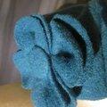 Chapeau AGATHE en laine bouillie bleu pétrole avec fleur - doublure de lin noire - taille 58 (1)