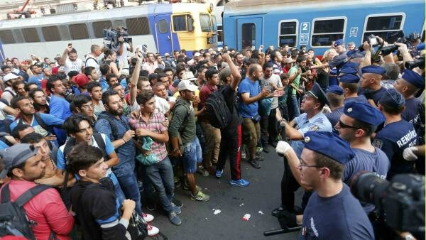 2015-09-01T080409Z_1450070111_LR2EB910MEMDK_RTRMADP_3_EUROPE-MIGRANTS-HUNGARY-TRAINS_0