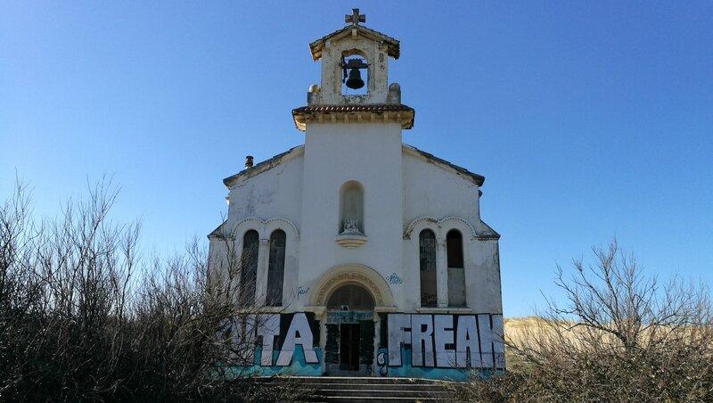 Labenne-Océan, chapelle Sainte Thérèse, façade