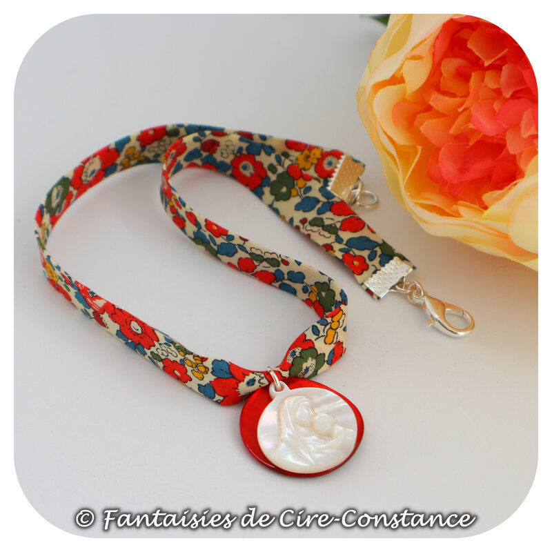 Collier Vierge nacre