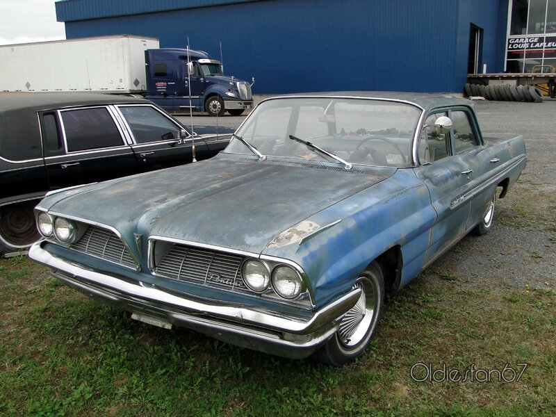 pontiac-strato-chief-sedan-1961-a