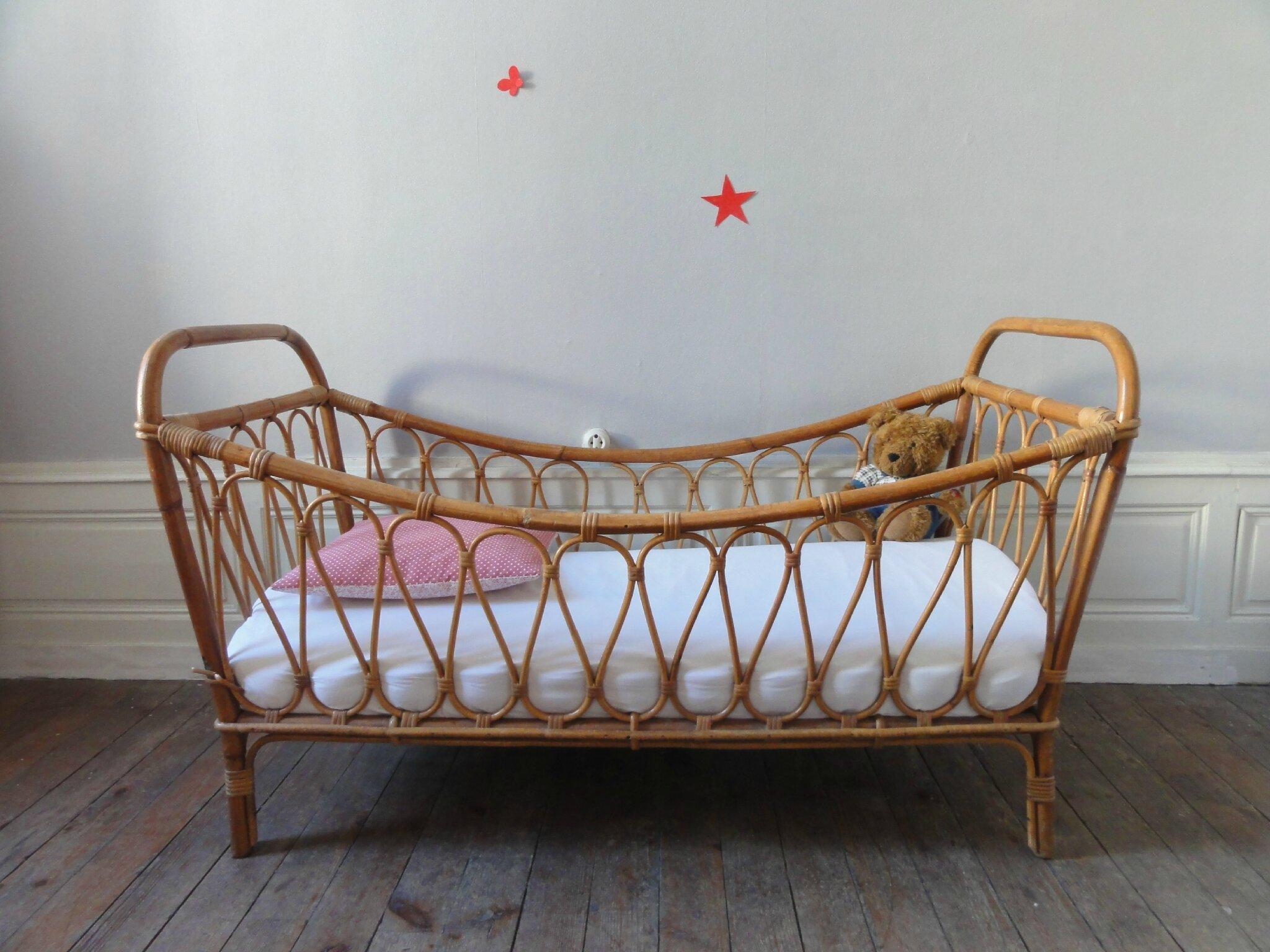 lit enfant en rotin annees 60 vintage moi. Black Bedroom Furniture Sets. Home Design Ideas
