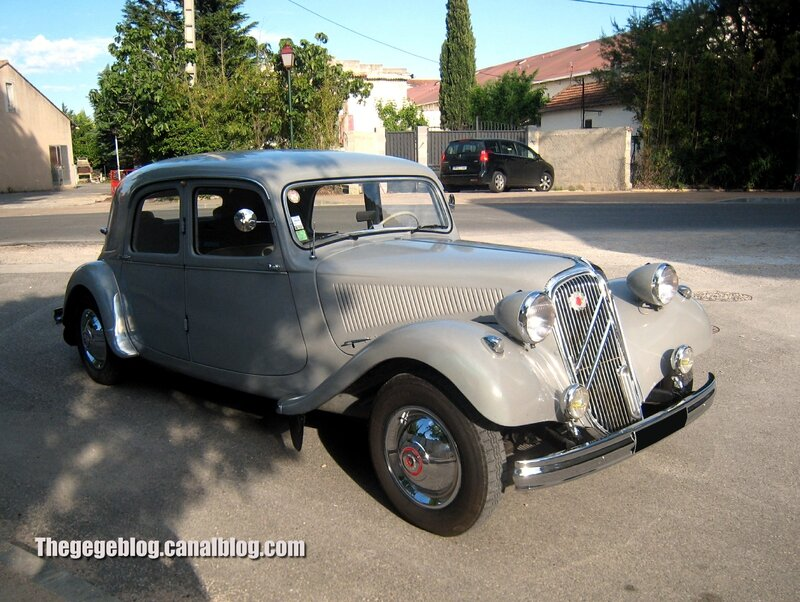 Citroen traction berline de 1954 (Valreas) 01