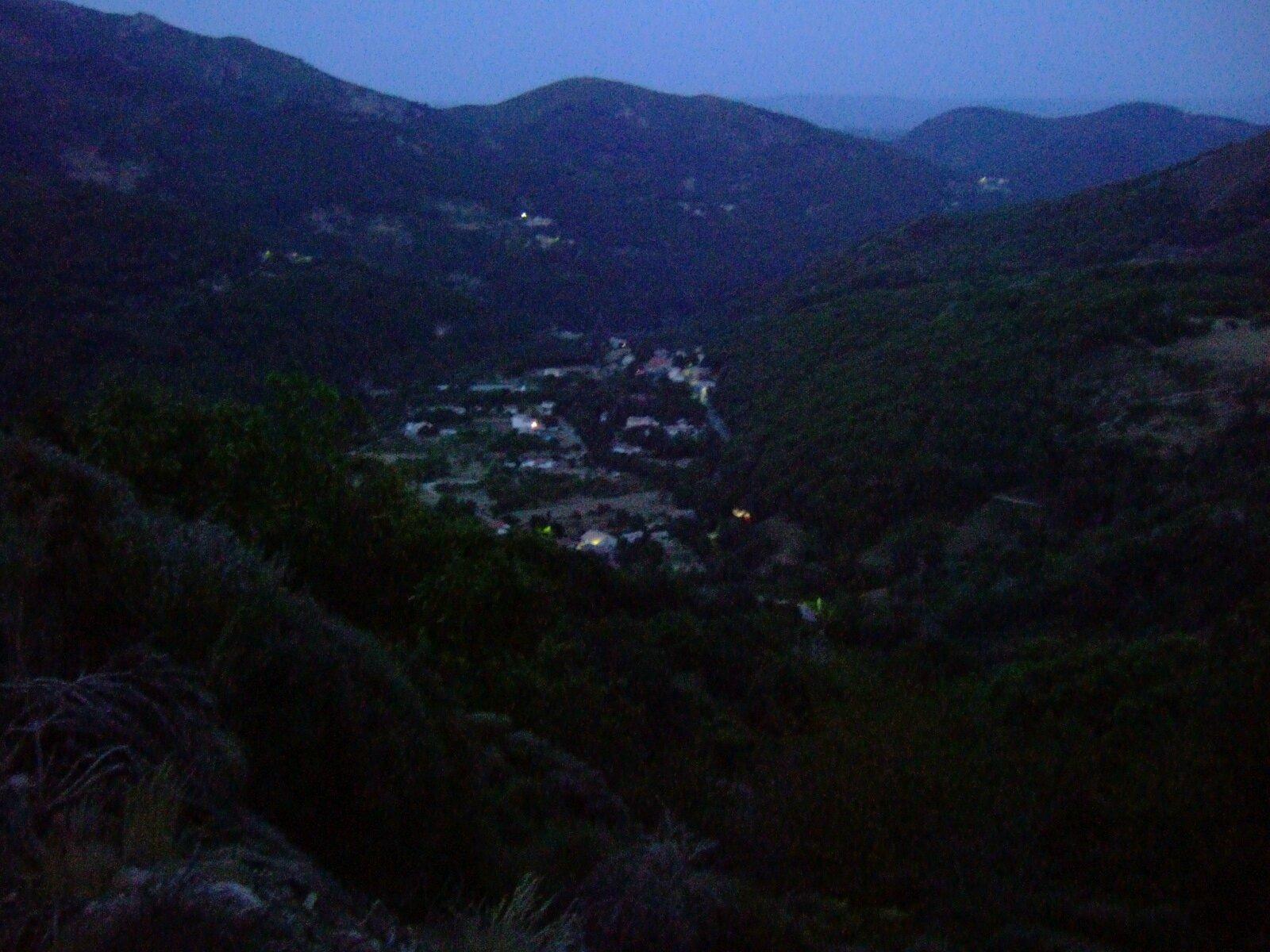 petit hameau d'ardeche sans lampadaires