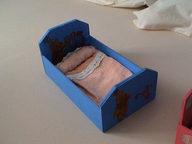lit de poupée