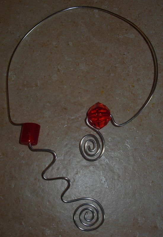 collier blanc/rouge