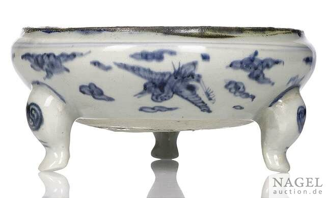 A blue and white porcelain crane tripod censer, China, Wanli period