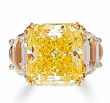 A_coloured_diamond_and_diamond_ring
