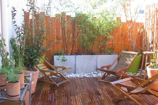 c 39 est le printemps am nager et d corer votre terrasse rouge amande. Black Bedroom Furniture Sets. Home Design Ideas