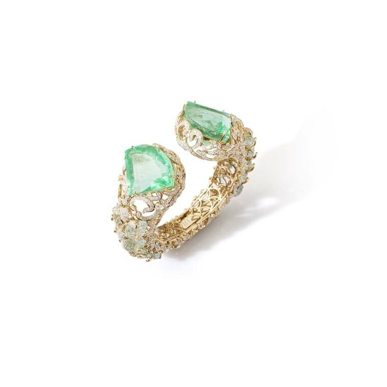 Fahra Khan_Le Jardin Exotique_An ornate kite-shaped Columbian emerald cuff weighing 151