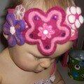 un bandeau fleuri sur la tête à Lili