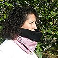 Snood femme rose feuilles noires