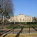 Sous-préfecture et le square Cl Hérignac.